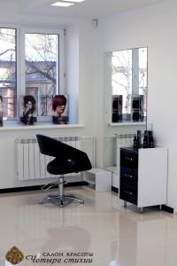 Большие зеркала в салоне красоты